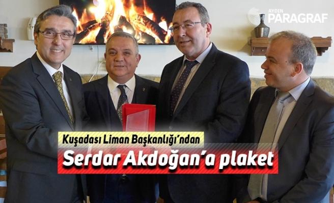 Kuşadası Liman Başkanlığı'ndan Serdar Akdoğan'a plaket