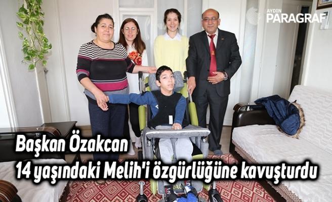 Başkan Özakcan 14 yaşındaki Melih'i özgürlüğüne kavuşturdu