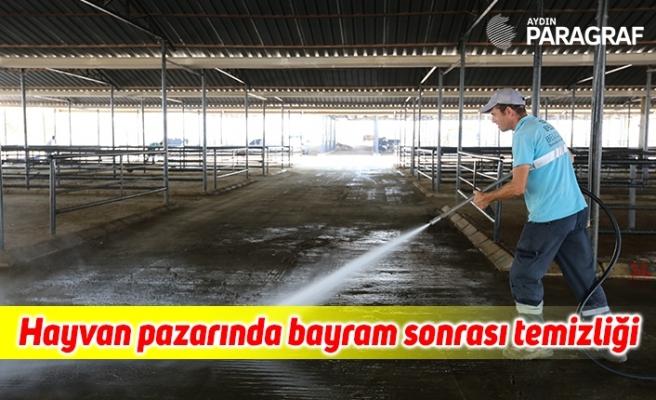 Hayvan pazarında bayram sonrası temizliği