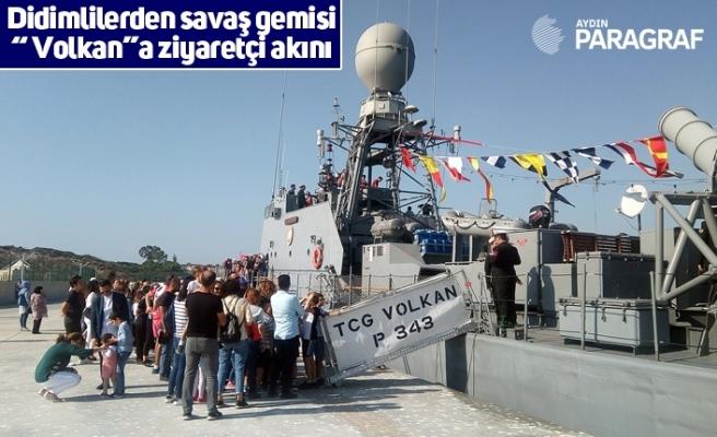 """Didimlilerden savaş gemisi """"Volkan""""a ziyaretçi akını"""