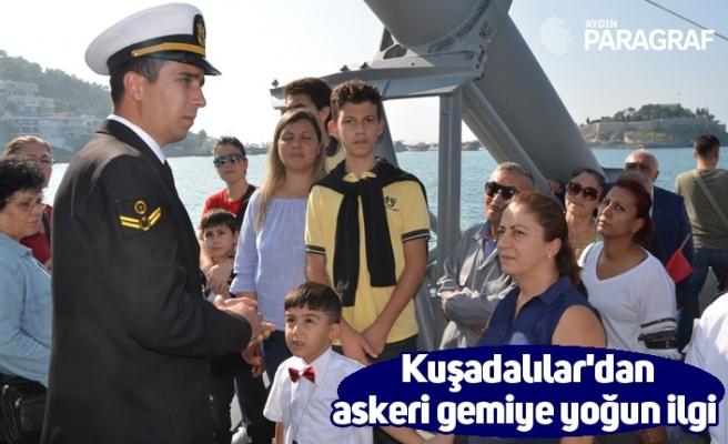 Kuşadalılar'dan askeri gemiye yoğun ilgi