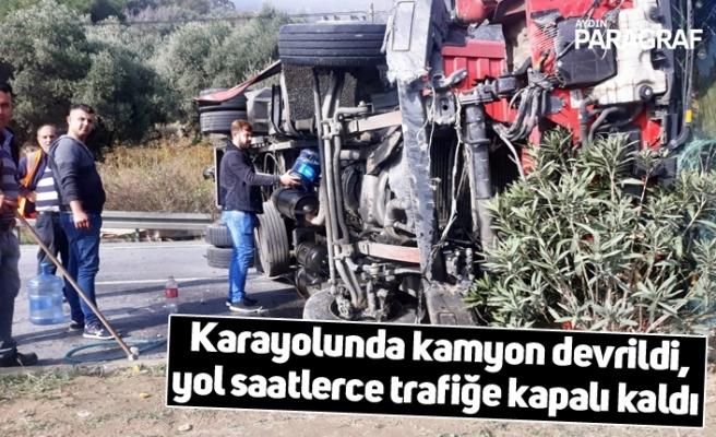 Karayolunda kamyon devrildi, yol saatlerce trafiğe kapalı kaldı