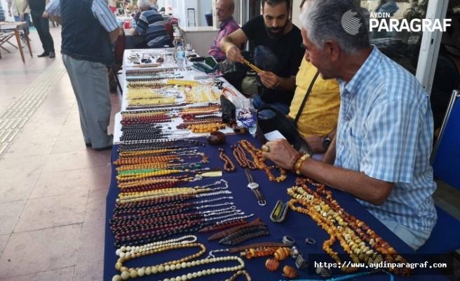 Kuşadası'nda bit pazarına yoğun ilgi