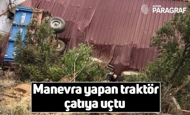 Manevra yapan traktör çatıya uçtu