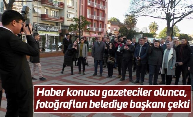 Haber konusu gazeteciler olunca, fotoğrafları belediye başkanı çekti
