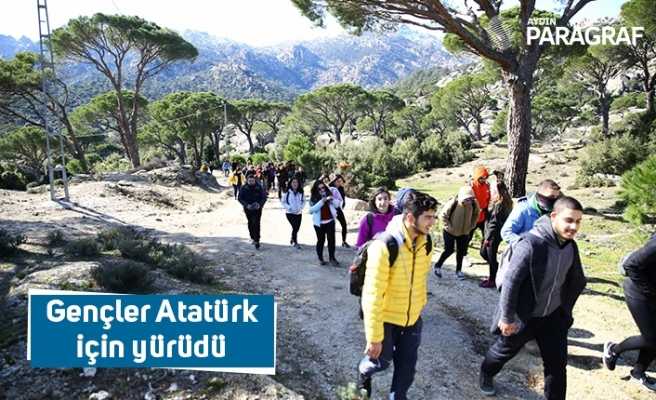 Gençler Atatürk için yürüdü