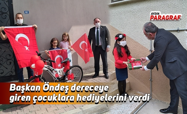 Başkan Öndeş dereceye giren çocuklara hediyelerini verdi