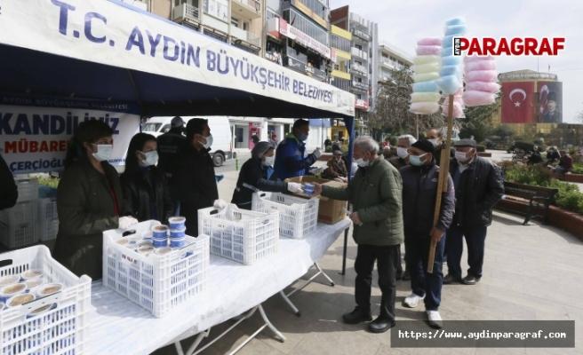 Büyükşehir Belediyesi Miraç Kandili'nde Vatandaşlara Helva Dağıttı