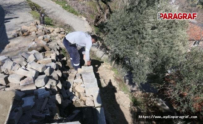 Çöken istinat duvarını Efeler Belediyesi yeniledi