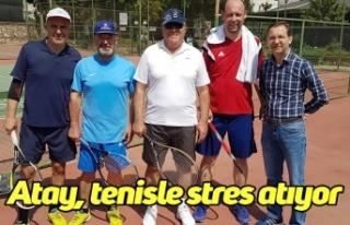 Atay, tenisle stres atıyor