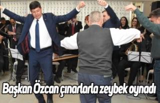 Başkan Özcan çınarlarla zeybek oynadı