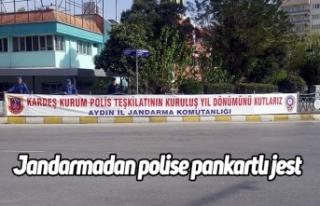 Jandarmadan polise pankartlı jest