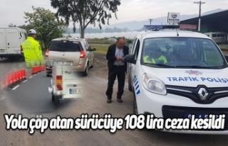 Yola çöp atan sürücüye 108 lira ceza kesildi