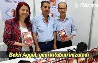 Bekir Aygül, yeni kitabını imzaladı