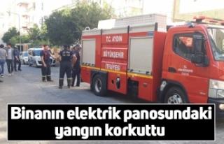 Binanın elektrik panosundaki yangın korkuttu