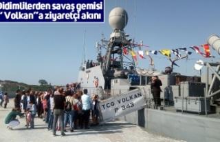 """Didimlilerden savaş gemisi """"Volkan""""a ziyaretçi..."""