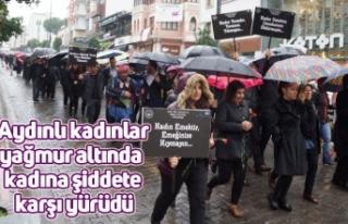 Aydınlı kadınlar yağmur altında kadına şiddete...