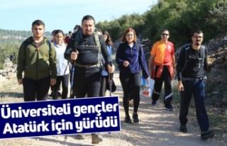 Üniversiteli gençler Atatürk için yürüdü