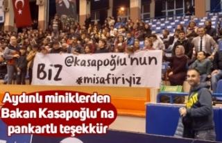 Aydınlı miniklerden Bakan Kasapoğlu'na pankartlı...