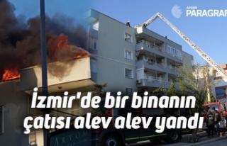 İzmir'de bir binanın çatısı alev alev yandı