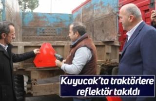 Kuyucak'ta traktörlere reflektör takıldı