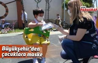 Büyükşehir'den çocuklara maske