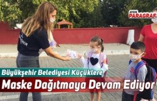Büyükşehir Belediyesi Küçüklere Maske Dağıtmaya...