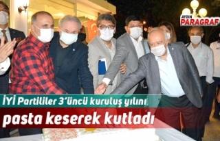 İYİ Partililer 3'üncü kuruluş yılını pasta...