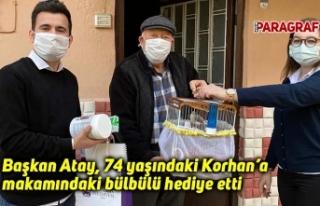 Başkan Atay, 74 yaşındaki Korhan'a makamındaki...
