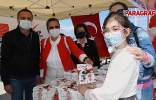CHP'li kadınlardan çocuklara anlamlı 23 Nisan...