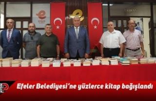 Efeler Belediyesi'ne yüzlerce kitap bağışlandı