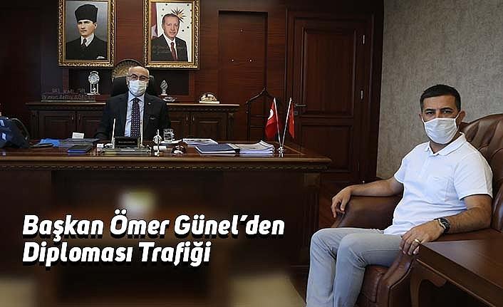 Başkan Ömer Günel'den Diploması Trafiği