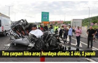 Tıra çarpan lüks araç hurdaya döndü: 1 ölü,...