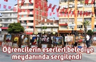 Öğrencilerin eserleri belediye meydanında sergilendi