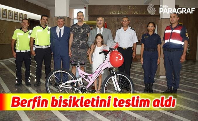 Aydınlı Berfin bisikletini teslim aldı